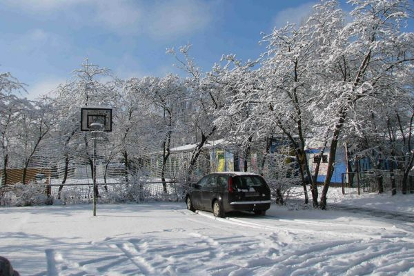 basketball-platz-im-winter3C34657D-3E85-A707-C38B-54DB7B0963AD.jpg